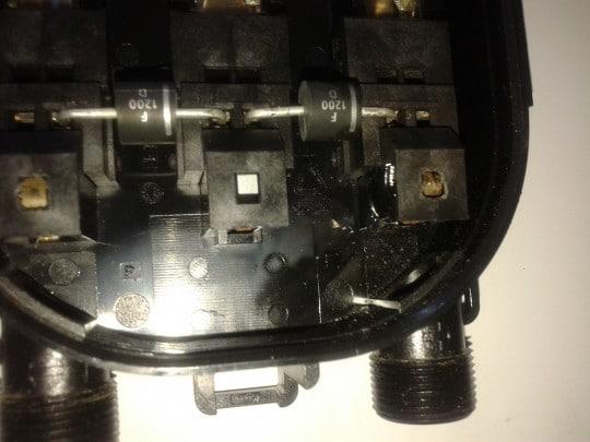 Caja de conexiones con diodos en placas solares