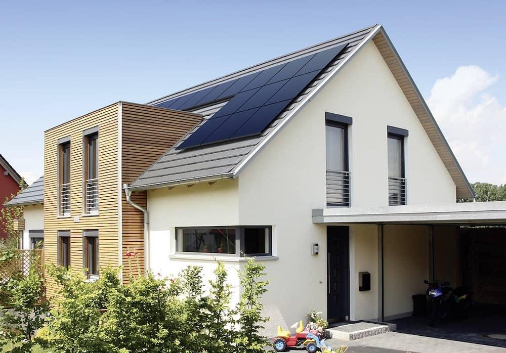 Ejemplo de cómo deben instalarse correctamente unas placas solares