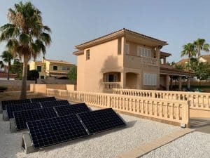 Placas solares en una casa residencial