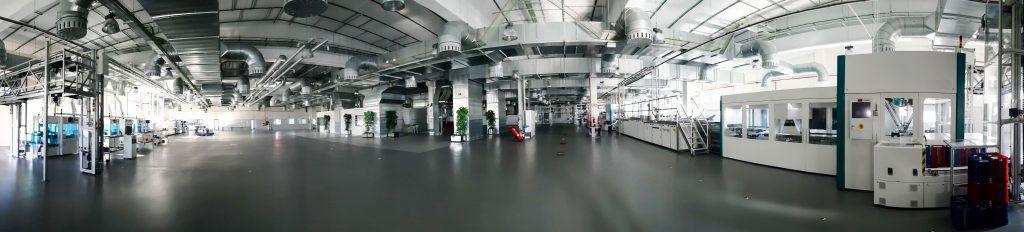 Interior de la fábrica de placas solares Escelco
