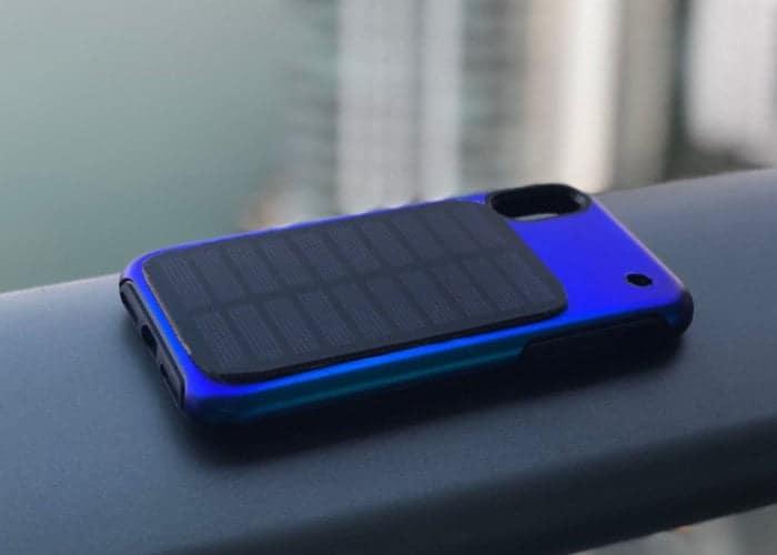 teléfono móvil con panel solar para cargar batería