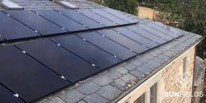 Paneles solares en tejado de vivienda