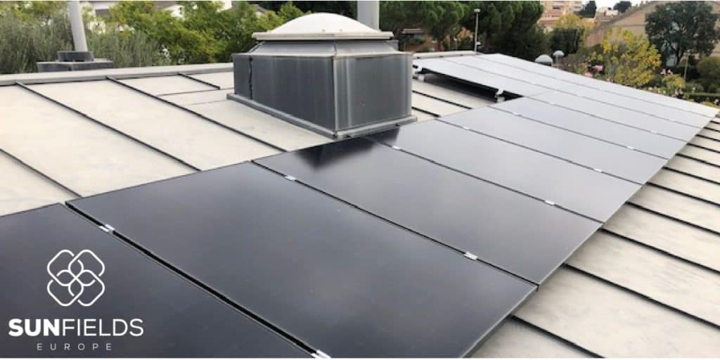 Placas solares instaladas en tejado